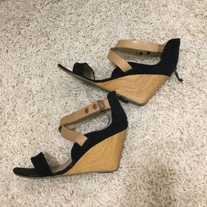 Black and Tan Kenneth Cole Reaction Wedge Sandal